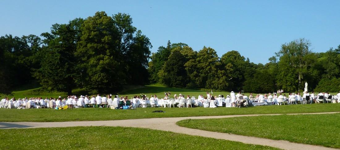 Weisses-Dinner-im-Park-Putbus-Ruegen