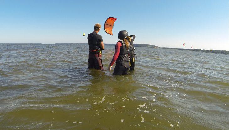 Hangtime, Powerzone und Schirmsteuerung. Kitesurfen – kann ich das auch?
