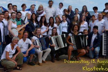 Jugend – Akkordeonorchester Leipzig spielt im Klosterhof Bergen