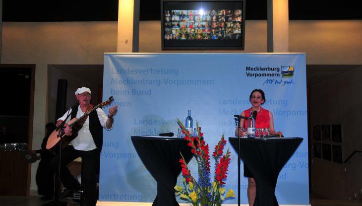 """Emotional und authentisch: Wanderausstellung """"52 Gesichter der Insel Rügen"""" in Berlin"""