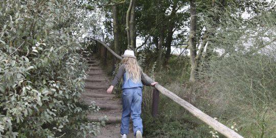 Kind_Wandern_Herbst
