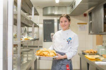 Mit Kochlöffel und Schürze: Anastasia lernt Köchin auf der Seebrücke Sellin